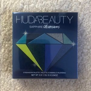 Huda Beauty Sapphire Obsession eyeshadow